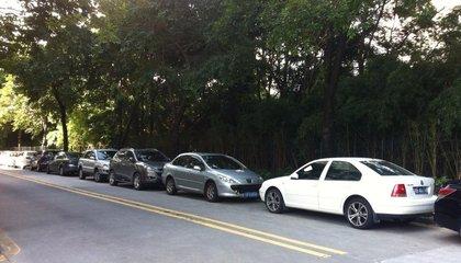 业主反映停车费无故每月上涨400元 物管:补贴取消恢复原价